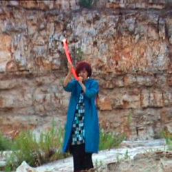 Fatima Miranda si esibisce alla cava di Gianecchia