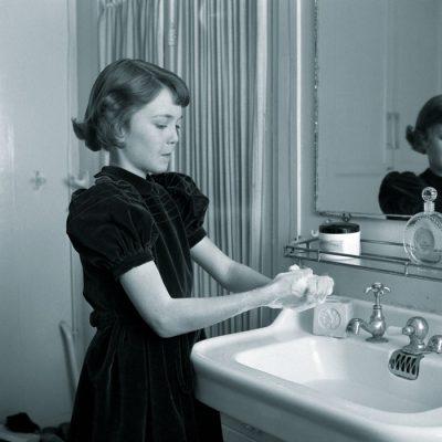 L'igiene-quotidiana-in-una-foto-americana-degli-anni-Trenta